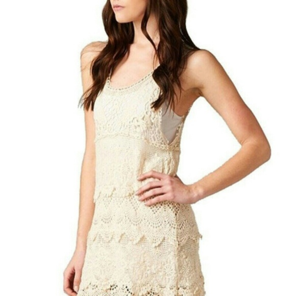 Textured Layered Sleeveless Scallop Crochet Lace D